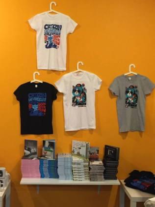 Camisetas e outros produtos da própia CatCon Reprodução / Facebook CatCon